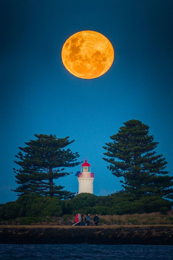 Super Moon of 2013, Grittith Island Lighthouse, Port Fairy, Australia. (Not photoshop!) by Oat Vaiyaboon on 500px