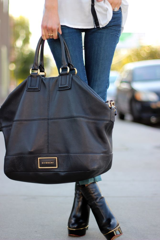 Amazing Givenchy bag.. I would lose everything in there .. #givenchy givenchy bags @opulentnails