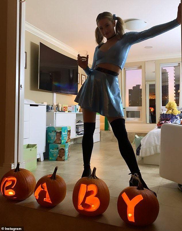 ~ concours de déguisements d'Halloween  1d64badb2e598253536dffb6849433b5