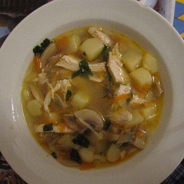Варим куриный бульон (посолить по вкусу)