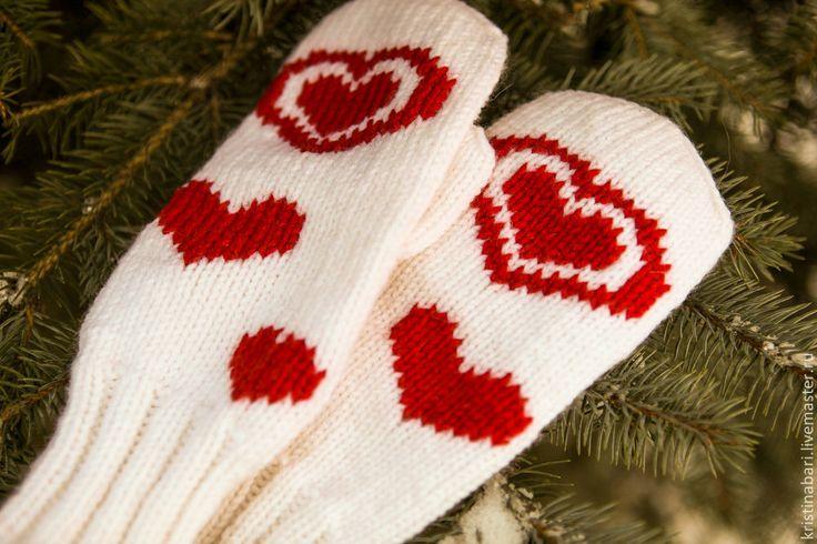"""Купить Вязаные варежки с сердцем """"Светлое чувство - любовь"""" - варежки белые, варежки вязаные"""