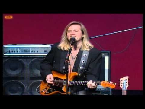 Slim Dusty & Keith Urban - Lights On The Hill - YouTube