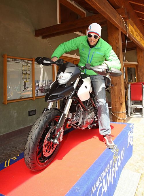 Bon Mardion vince La Ski Alp dolomiti del Brenta e va via con un moto Ducati Hypermotard 796