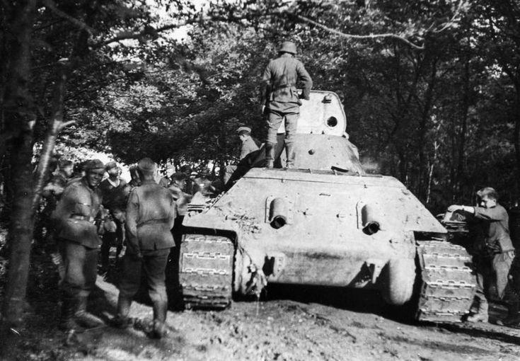 zsákmányolt szovjet T-34/76 típusú harckocsi.
