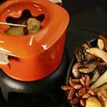 Cheddar_and_hard_cider_fondue_foodnetwork
