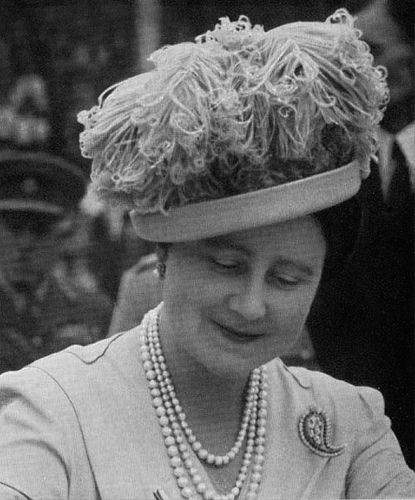 The Queen Mother wearing an Aage design | Flickr - Photo Sharing!