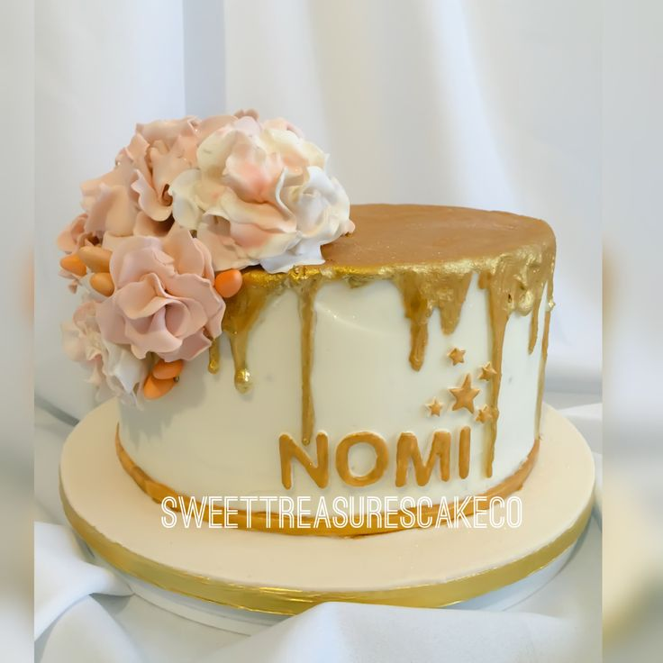 Wished #Nomi a #happybirthday with this #buttercream covered cake covered, #gold painted chocolate drizzles and topped it it off with a #bouquet of flowers. #happybirthdaynomi #sweettreasurescakeco #sweettreasures #joburg #johannesburg #gold #birthday #cake