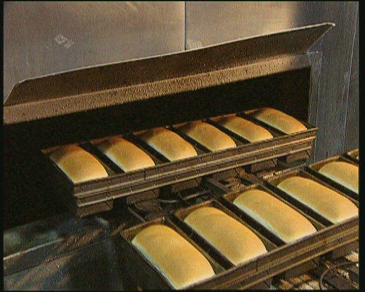 Brood: het gewoonste eten dat er is. We eten het iedere dag, maar weet je ook hoe het gemaakt wordt? Deze clip laat het je zien.
