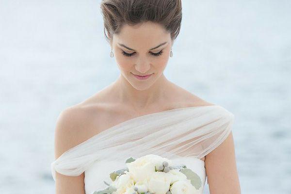Escote de vestido de novia asimétrico #bodas #elblogdemariajose #vestidonovia #vestidonoviaasimetrico #weddings