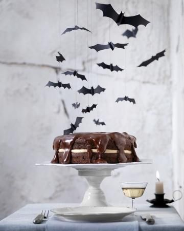 Halloween Mud Cake! Paper Bats tied with string make this mudcake, even more sinful #halloweenpartyideas #partyideas #halloween