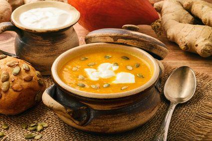 Ingwer-Kürbis-Cremesuppe mit Kokosmilch
