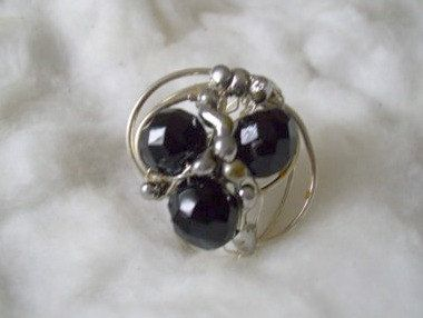 Black Wrapped Ring. Glass Beaded Ring. by JirjiMirjiOneofaKind, €12.90