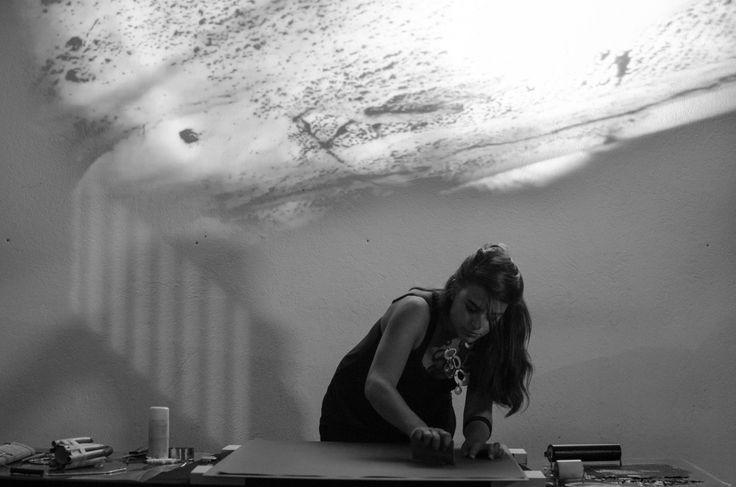Dopo Torino e Bologna, fa tappa a Lamezia Terme venerdì 27 maggio, alle 20.00, l'artista Martina Zena, ospite di CRAC- Centro di Ricerca per le Arti Contemporanee, che si esibisce nella performance multimediale Human Being / Being Human per raccontare, ...