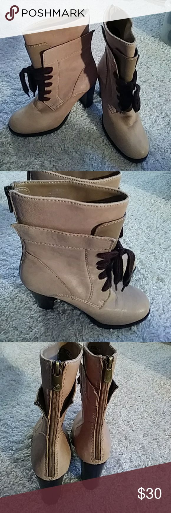 Adrienne Vittadini Adrienne Vittadini Bette Bootie excellant condition Shoes Ankle Boots & Booties
