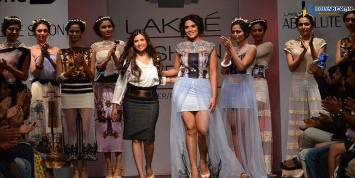 Richa Chadda walks for Sounia Gohil at the LFW 2014