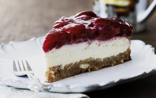 Manhattan-style strawberry cheesecake