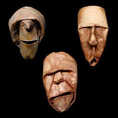 maschere artistiche con di rotoli di carta igenica