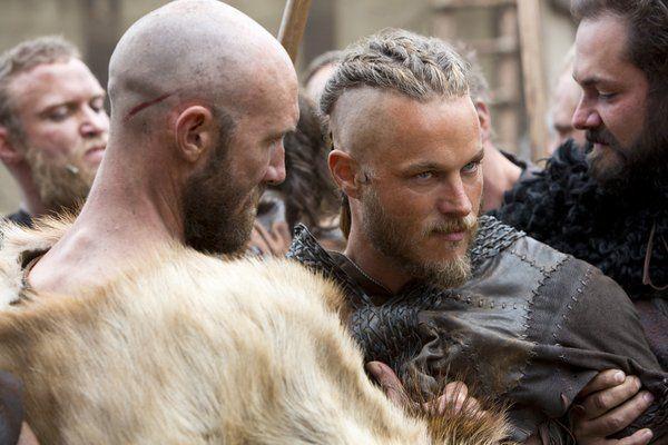 Aqueron (como lo conocemos muchos menyons) o mejor dicho Travis Fimmel es el protagonista en la serie Vikins (Vikingos) del Canal Historia (Channel History) alli le conoceremos como Ragnar ;) (Foto 13)