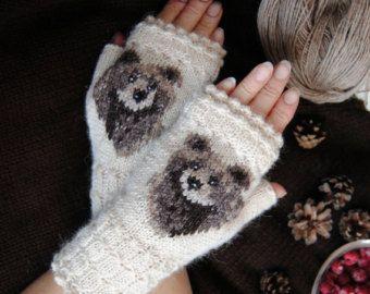 Ähnliche Artikel wie Fein Hand gestrickte Seto (Estnisch) Handschuhe im sibirischen Stil auf Burgund auf Etsy