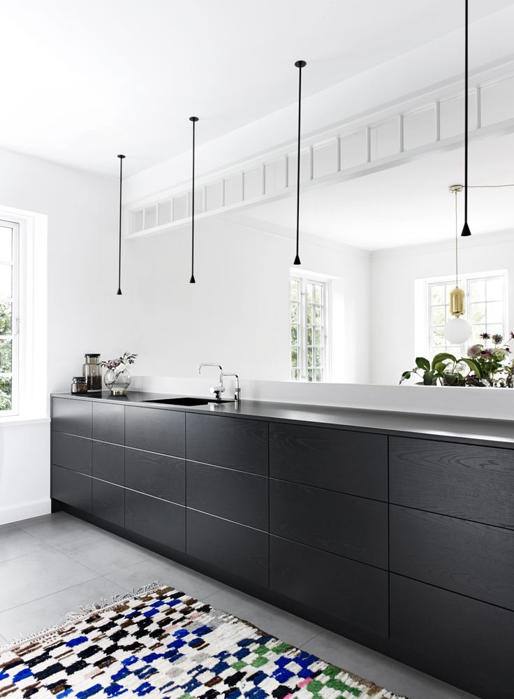 One of my good colleagues from the Danish design scene, designer and interior designer Birgit Tarp just finished her new kitchen. It is everything I would like for my next kitchen. It would have been