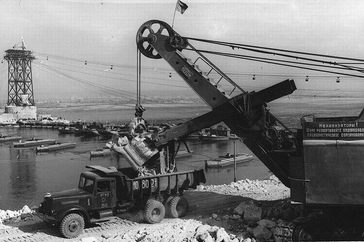 В связи с созданием водохранилища Ставрополь в 1953-1956 годы был перенесен на новую площадку