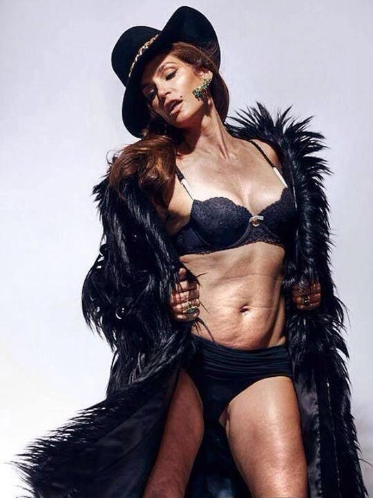 What do you think of the unretouched photos of Cindy Crawford that leaked on Twitter?