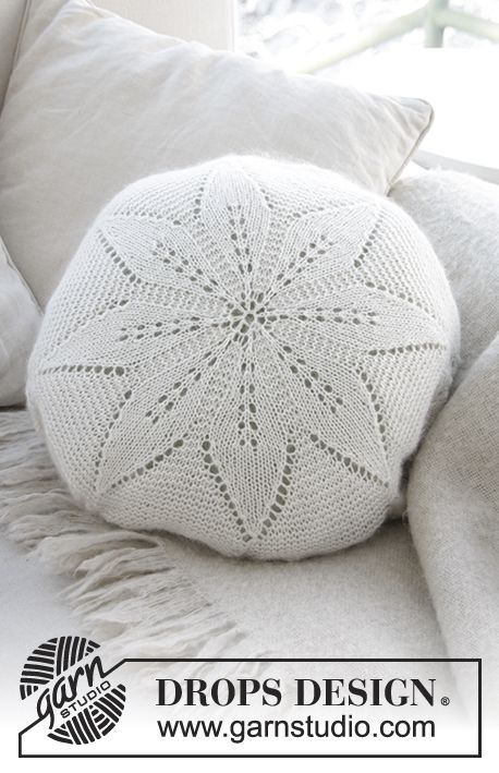 White Flower Pillow / DROPS 178-39 - Rond kussen met kantpatroon, in de rondte gebreid in DROPS Alpaca en DROPS Kid-Silk.