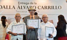 "Con medalla ""Álvaro Carrillo"" condecora Poder Legislativo a tres grandes de la música de Oaxaca"