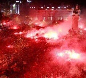 Les supporters du Benfica fêtent le 33e titre de champion du Portugal