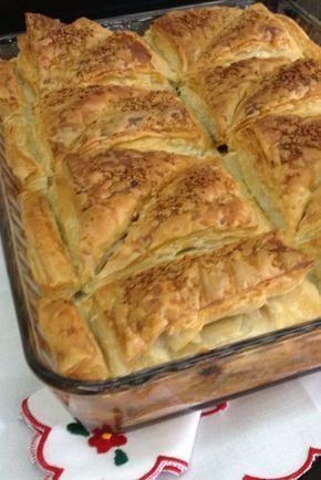 Ramazanda iftar davetlerinde mutlaka börek yaparız. Aşağıda tarifini vereceğim börek hem yapımının k...