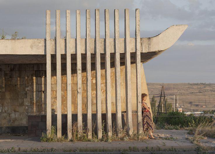 quibbll.com - Кристофер Хервиг (Christopher Herwig): Советская автобусная остановка - Армения, г. Ереван №2