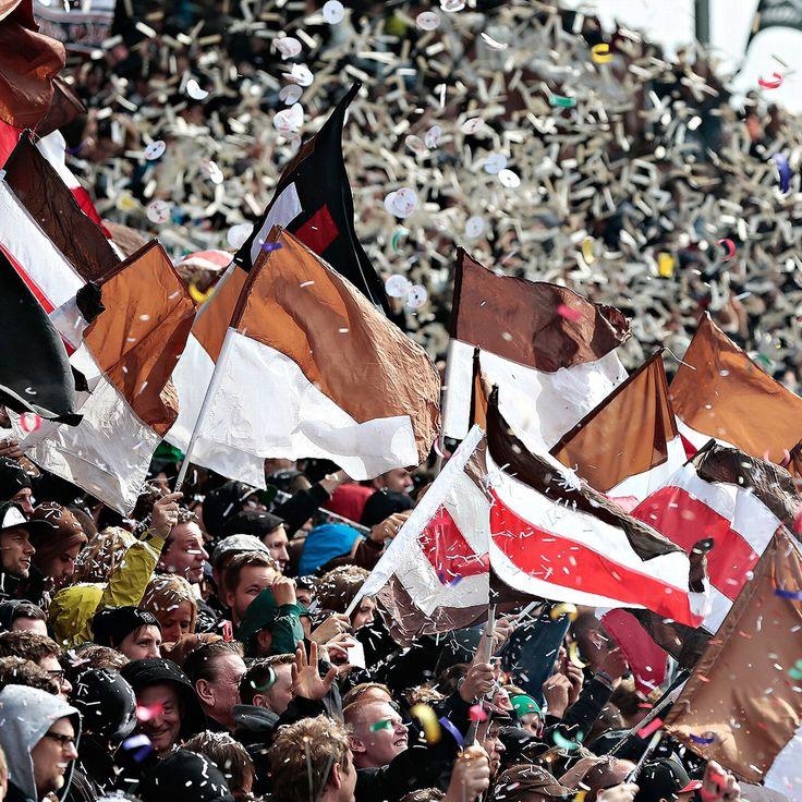 St Pauli send fake coach to unveiling of Marvin Ducksch