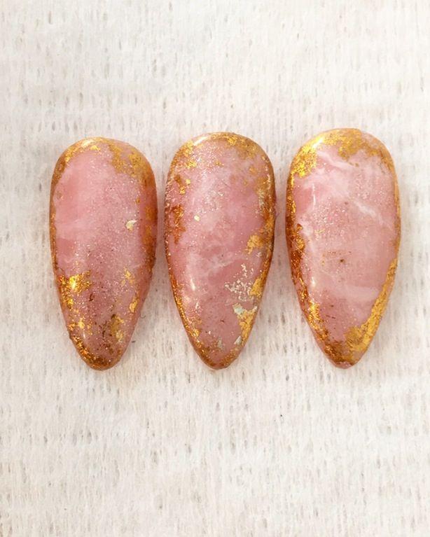 Rose quartz and gold foil  Made with gel polish : RedditLaqueristas