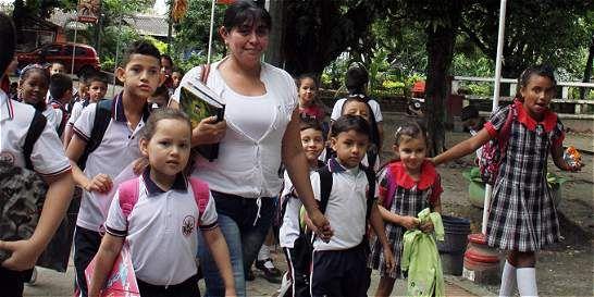 Según el experto, se debe formar a los hijos en respeto antes que exigirles buenas notas.