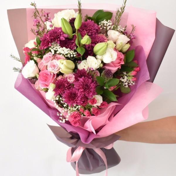 Send Bouquet Online Flower Delivery Dubai Online Flower Delivery Beautiful Bouquet Of Flowers Flower Delivery