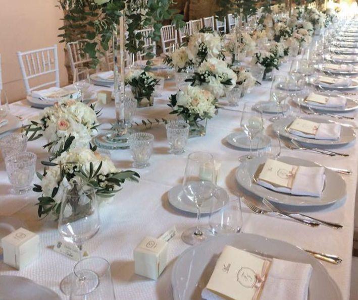 segnaposti e menu personalizzati con iniziali...eleganza wedding