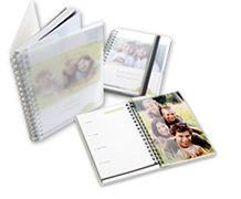 Gör din egen almanacka med egna personliga bilder i. En fotoagenda låter dig hålla reda på tiden varje dag.