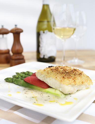 Pescada em crosta de quinoa e molho de vinho branco Receitas Light