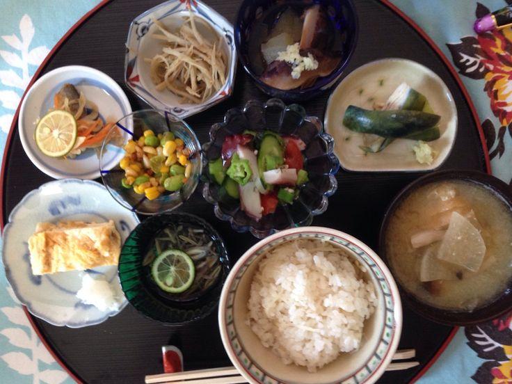 小鉢づくし  きんぴらごぼう、北海道コーンと枝豆のバター醤油和え、冬瓜の冷たい煮物、たことオクラの酢の物、卵焼き、アジのマリネ、ナスのぬか漬け、 じゅんさいレモン酢 新生姜ごはん お味噌汁