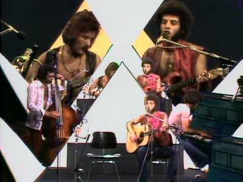 Mungo Jerry performs 'In The Summertime', 1970. Yeah, that one dude's playing a bottle and lead vocalist Ray Dorset does a little beatboxing. 42 years ago. Awesome.