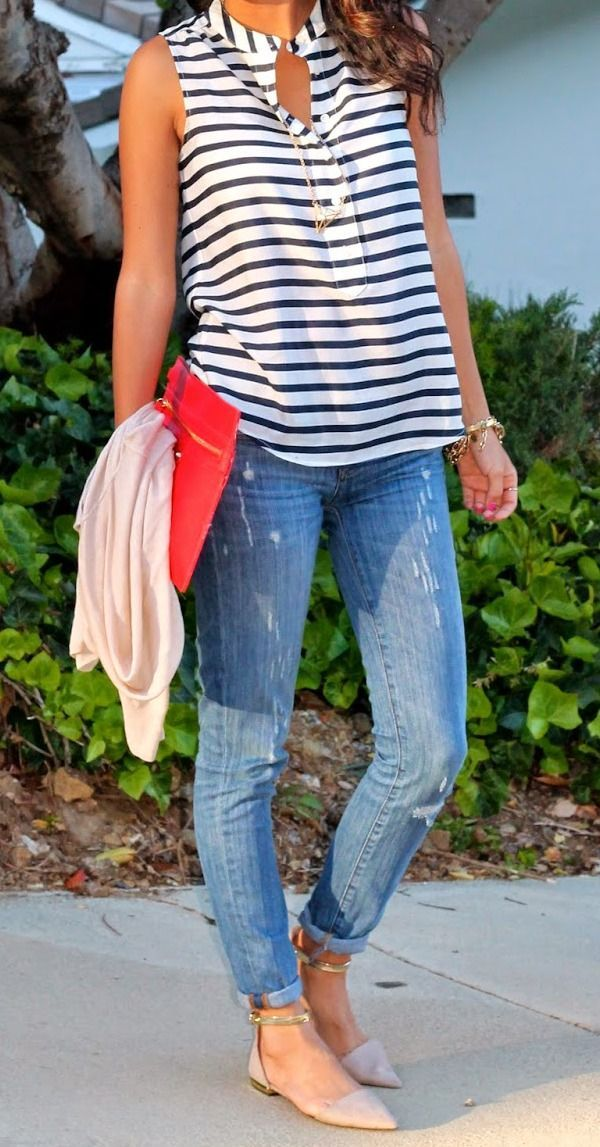 A striped top and jeans is a perfect everyday combo! Add a bright clutch and some fun statement jewelry to play up your look! Where would you wear this look? Do you know someone that would love this style - tag them in the comments!