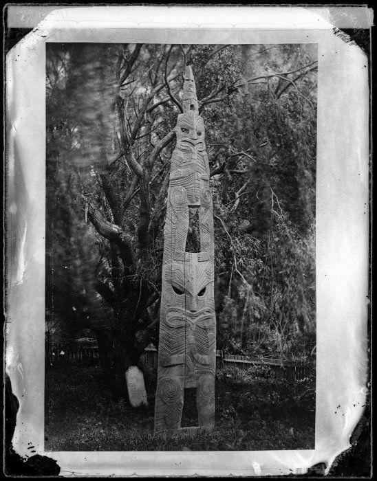 Maori wooden memorial, made from a waka, and carved to mark the grave of Te Mahutu, at Pipiriki, between 1860 & 1890. Wooden memorial known as Nga Rangi-o-Rehua or Te Koanga-o-Rehua. Photograph taken in Piririki by William James Harding, between 1856 and 1886.