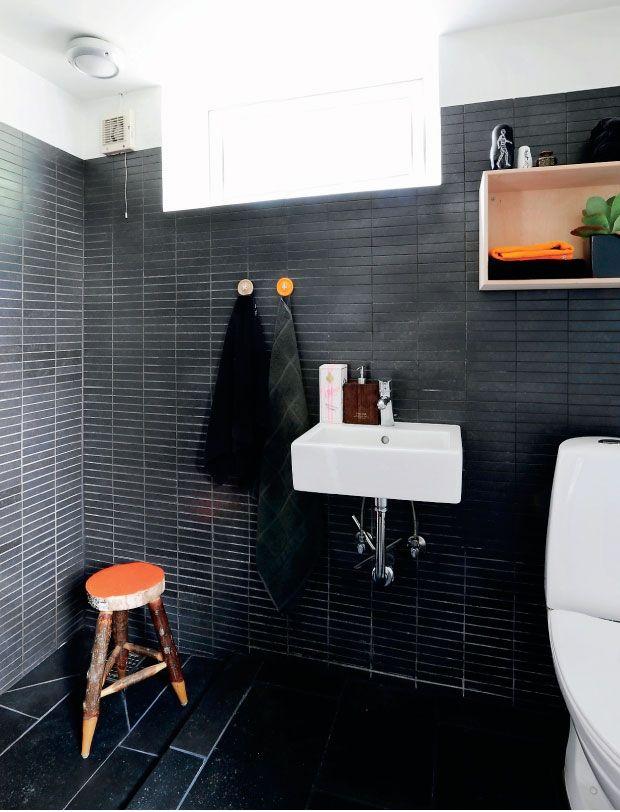 Black bathroom | via Femina
