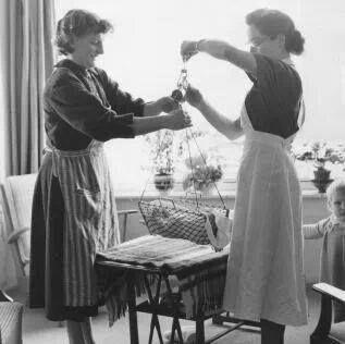 kraamzorg jaren 50 Mijn Tante Bep was ook Kraamverzorgster met net zo'n uniform aan.