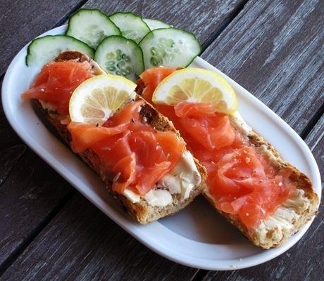 Семга, соленая в домашних условиях - пошаговый рецепт с фото: филе рыбы  1,5 кг соль  2 ст.л. сахар  1 ст.л.