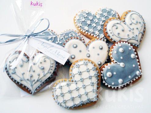 Do them in Black & White... :) !  HV: cukormáz ételfestékek habzsák dekorcső coupler Megvásárolhatsz mindent a GlazurShopban! http://shop.glazur.hu #kekszdekoracio