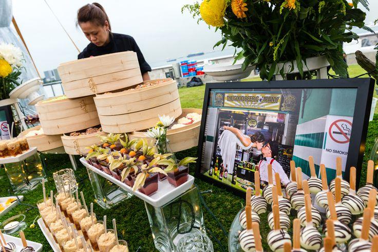 A Vibrant Wedding at Marina Barrage: Veiverne and Debbie
