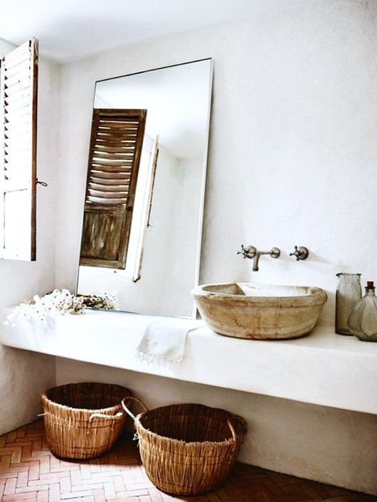 whitewashed bathroom inspiration via sydney's bellevue hill. / sfgirlbybay