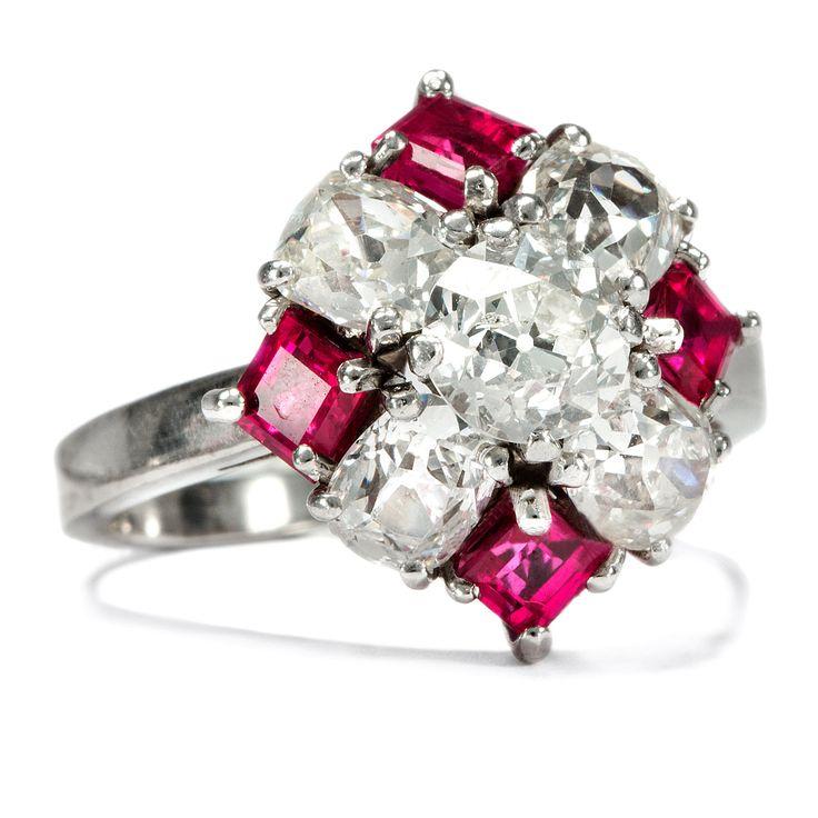 Savoir-vivre - Traumhafter Ring des Art Déco mit Diamanten & Rubinen, um 1940 von Hofer Antikschmuck aus Berlin // #hoferantikschmuck #antik #schmuck #Ringe #antique #jewellery #jewelry // www.hofer-antikschmuck.de