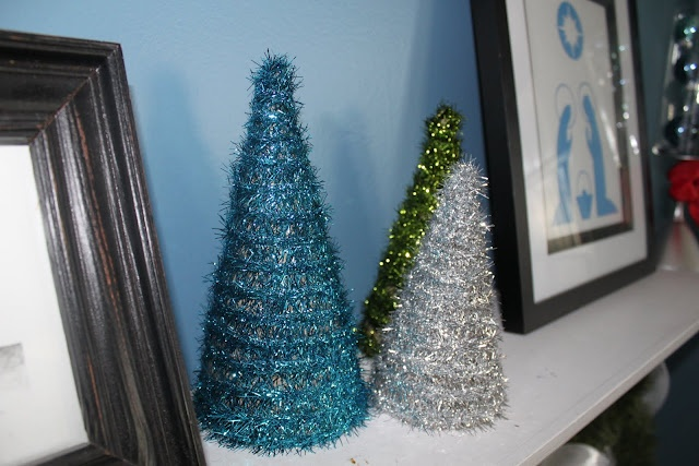 My Own Road: DIY tree form and garland Christmas trees - from cereal boxes! genius!: Garlands Christmas, Boxes Crafts, Diy Trees, Cereal Boxes, Garlands Trees, Christmas Decor, Holiday Decor, Christmas Trees, Trees Form